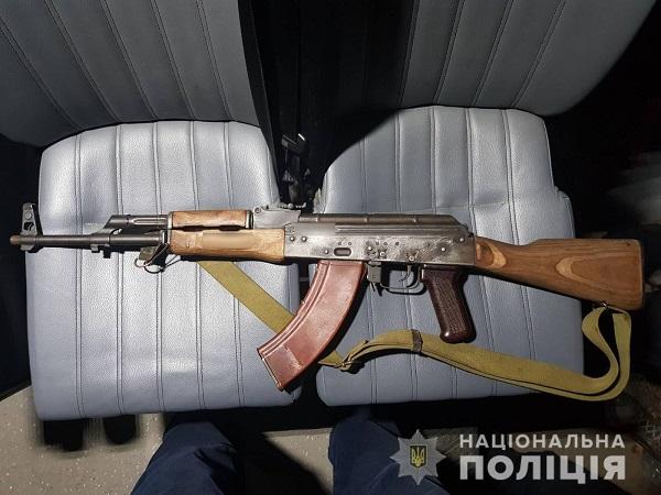 Photo of «Хотели сделать фото с оружием в парке», — двое подростков ходили по улицам Николаева с макетом автомата и страйкбольным пистолетом