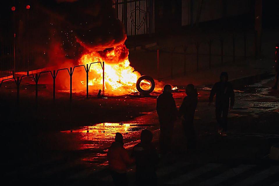 Photo of Убийство на Херсонщине: местные жители пикетировали отделение полиции и жгли шины