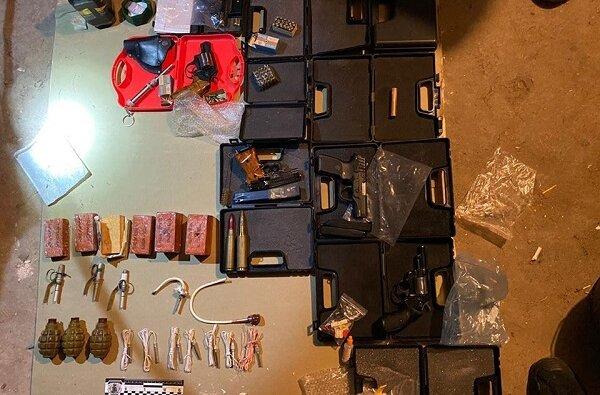 Пистолеты, гранаты и наркотики: у николаевца обнаружили целый арсенал оружия   Корабелов.ИНФО