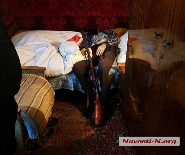 Photo of В квартире николаевской многоэтажки обнаружили труп мужчины с огнестрельным ранением