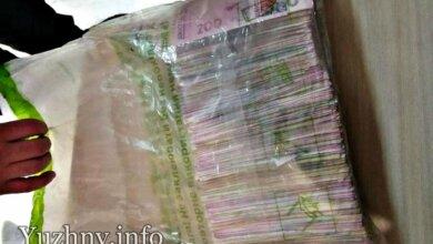 Мужчина нашел на дороге 200 тыс грн и сообщил об этом в полицию   Корабелов.ИНФО