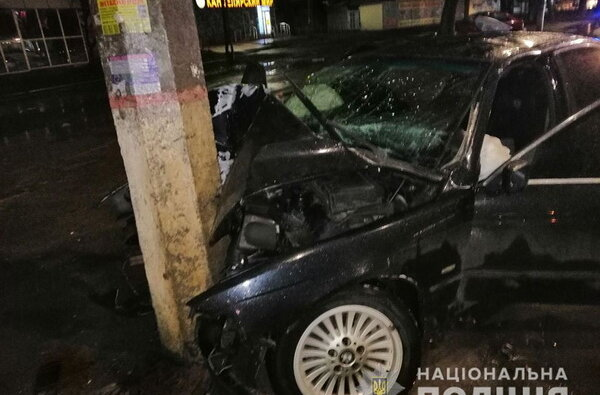 В Николаеве BMW на скорости врезался в столб: водитель - в коме   Корабелов.ИНФО image 2