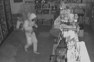 ночные воры в магазине на пр. Богоявленском