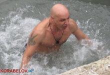 Photo of «Очищення від гріхів та хвороб»: сміливці з Корабельного району занурилися в цілющу воду джерела в парку «Богоявленський» (ВІДЕО)