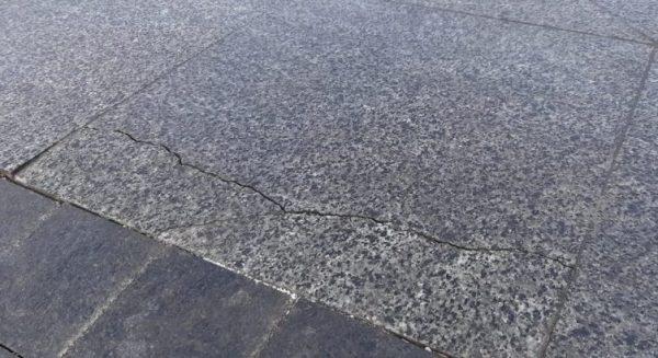 Photo of Плакали наши 100 миллионов… Главная николаевская площадь не выдержала новогодних праздников — на ней потрескалась плитка