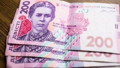 Photo of НБУ завтра вводит в обращение обновленные банкноты номиналом 200 гривен