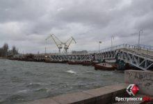 Photo of Порывы ветра снесли часть понтонного моста в Николаеве (ВИДЕО)