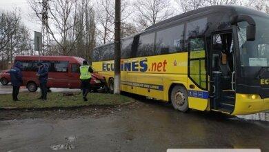 Photo of В Николаеве столкнулись международный автобус и маршрутка, ехавшая в Корабельный район: пострадали 5 человек