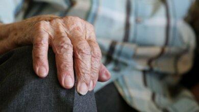 Photo of Дедушка в Корабельном районе отдал мошенникам все средства, что «откладывал на смерть»