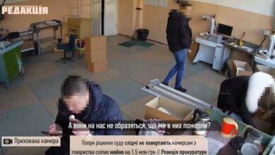 Photo of «Так, что мне еще нужно…», — полицейские обокрали офис при проведении обыска (видео)