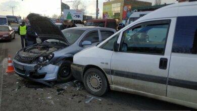 Photo of На проспекте Богоявленском в двух ДТП столкнулись 4 авто: есть пострадавшая, проезд заблокирован