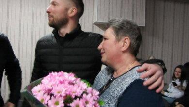Photo of Их объединила «вторая мама»: душевный и креативный вечер встречи выпускников в Корабельном районе (видео)