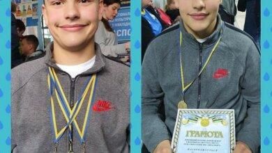 Photo of «Так тримати!!!»: школяр з Корабельного району виборов три «золота» на турнірі з плавання у Слов'янську