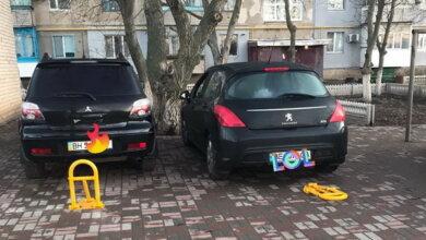 Photo of «Надоели уже эти «особенные»!!!», — жители Корабельного района возмущены депутатом, захватившей парковочные места во дворе 9-этажки