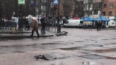 Photo of «Новые дорожные латки разорвало от мороза», — жалуются жители Корабельного района