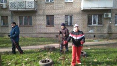 Пенсіонери в Корабельному районі займаються скандинавською ходьбою   Корабелов.ИНФО