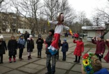 Photo of «Колодія величаймо — весну зустрічаймо!» — у Корабельному спалили опудало Зими (вiдео)