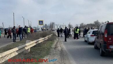 Photo of «Не можем въехать в Николаев»: водители жалуются, что губернатор игнорирует перекрытие трассы (видео)