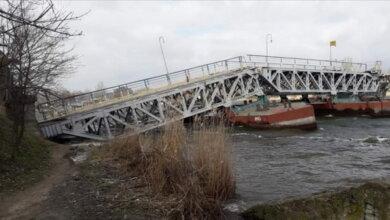 """Photo of """"Кто-то сделал дырку или прострелил"""": в Николаеве тонет пешеходный мост"""