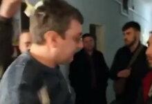 Photo of Забросали яйцами николаевского депутата, поздравившего с 23 февраля картинкой с флагом России (ВИДЕО)