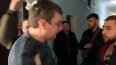 Об Павла Зоткина разбили яйцо в здании горсовета