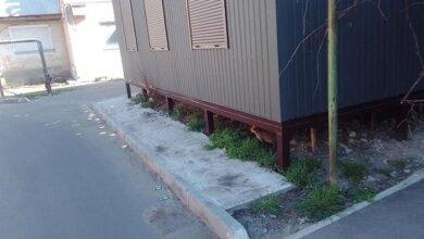 Photo of В Корабельном районе жильцы дома установили пристройку на теплотрассе облтеплоэнерго
