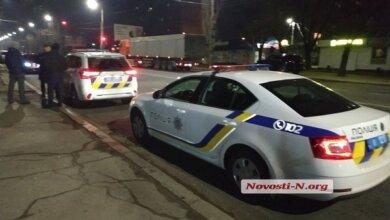 Photo of Двое пьяных полицейских помочились на авто в Николаеве, а потом подстрелили хозяина машины