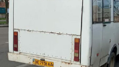 """Photo of """"Салон весь в дыму, вонища, водитель курит…"""", – жительница Николаева пожаловалась на маршрутку №2"""