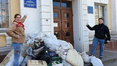 Photo of Николаевские чиновники вызвали полицию из-за привезенного им мусора: к активистам приехал спецназ (видео)