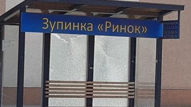 """разбитые стекла на остановке """"Рынок"""""""