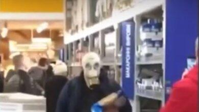 Коронавирус: Появилось видео покупателя в противогазе в николаевском супермаркете | Корабелов.ИНФО