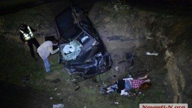 «Вольво» влетел в окоп блокпоста в Витовском районе: погибла девушка, двое человек в больнице (видео)   Корабелов.ИНФО