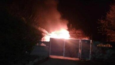 Photo of В пасхальную ночь в Лупарево горел дом. Тушить помогали пожарные из Корабельного района