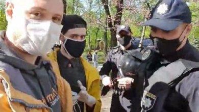 В Киеве полицейские напали на журналиста в прямом эфире (видео)   Корабелов.ИНФО