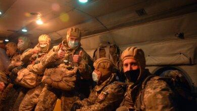 Николаевские десантники провели ночные прыжки с парашютом и в масках | Корабелов.ИНФО