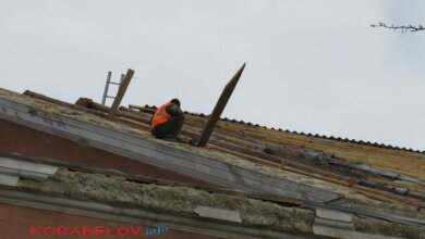 Photo of Начат ремонт крыши ДК «Корабельный», которую сорвало ветром в феврале (Видео)