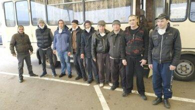 На Донбассе провели обмен удерживаемыми лицами - 19 человек вернулось из плена боевиков   Корабелов.ИНФО