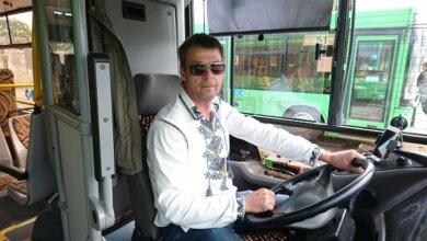Photo of Водители николаевских «зеленых» автобусов сегодня работают в вышиванках
