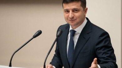 Photo of Зеленский решил выпускать за границу только тех, у кого есть контракт на 3 месяца