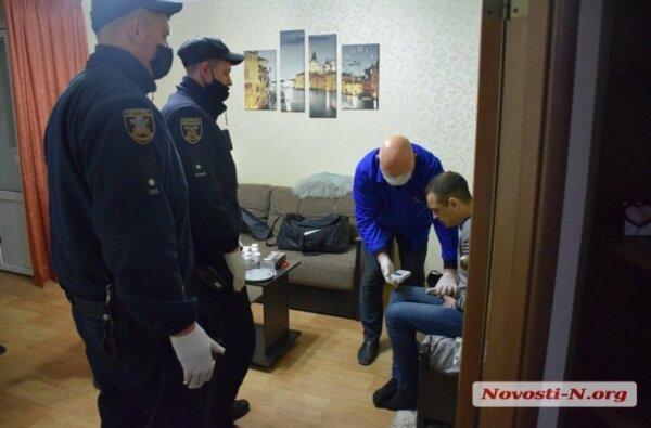 В Николаеве полицейские через балкон проникли в квартиру к наркоманам | Корабелов.ИНФО