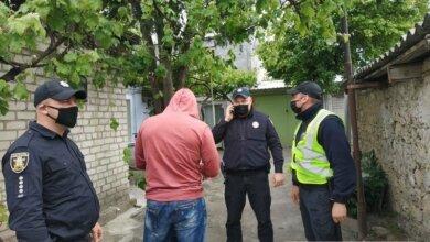 В Николаеве двое детей с бабушкой забаррикадировались в доме, чтобы не впустить «захватчиков» | Корабелов.ИНФО