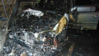Ночной поджог Subaru в Николаеве сняли уличные камеры | Корабелов.ИНФО