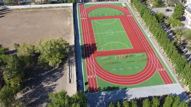 новый стадион в Николаевской школе №48 (автор фото - Михаил Конончук)