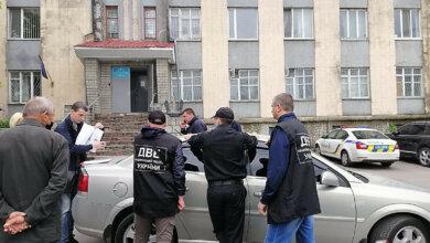 Photo of 12000 грн: подробности задержания на взятке замначальника Корабельного отдела полиции