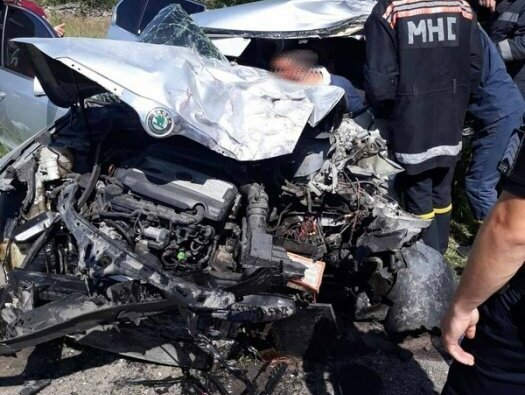 На Николаевщине лоб в лоб столкнулись фура и «Шкода»: 4 пострадавших   Корабелов.ИНФО image 1