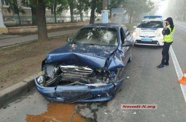 В Николаеве такси врезалось в эвакуатор – у таксиста перелом позвоночника   Корабелов.ИНФО image 1