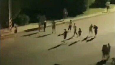 Photo of В Николаеве полуголая молодежь устроила массовую драку со стрельбой. Видео