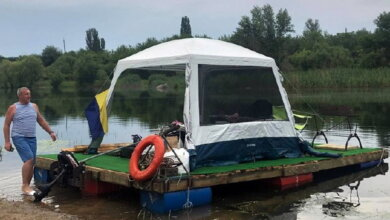 Photo of Николаевцы на самодельном плоту смогли пройти лишь треть пути