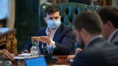 Photo of Зеленский поручил проверить, скрывают ли главврачи факты заражений COVID-19 среди медиков