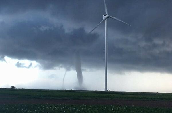 В Херсонской области во время непогоды пронеслись сразу два торнадо (видео) | Корабелов.ИНФО image 1